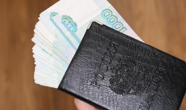 Иностранец пытался подкупить полицейского.