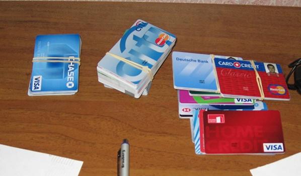 Поддельные банковские карты.