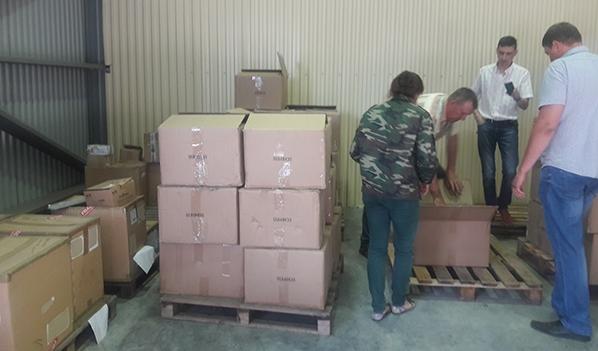 В этих коробках бензопилы.