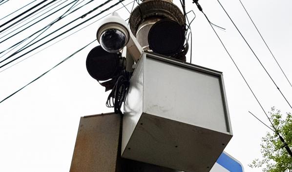 Интернет-провайдеры размещают свое оборудование на опоры.