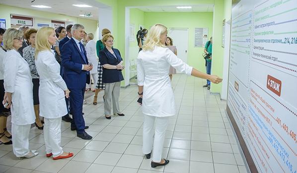 Министр здравоохранения Вероника Скворцова в воронежской поликлинике.