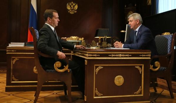 Д. Медведев встретился вПодмосковье сАлександром Гусевым