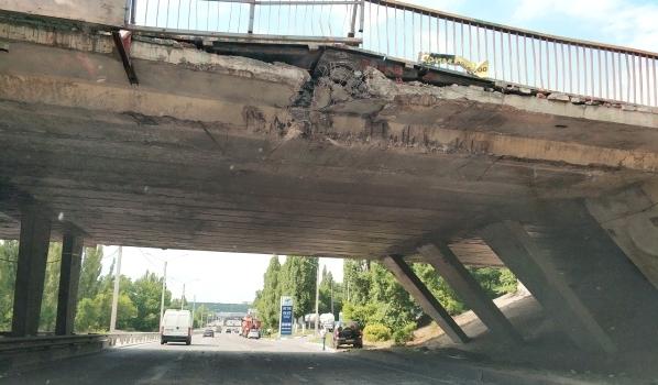 Мост получил достаточно сильные повреждения.