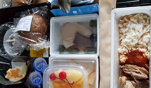 Каждый третий воронежец заказывает еду на дом.