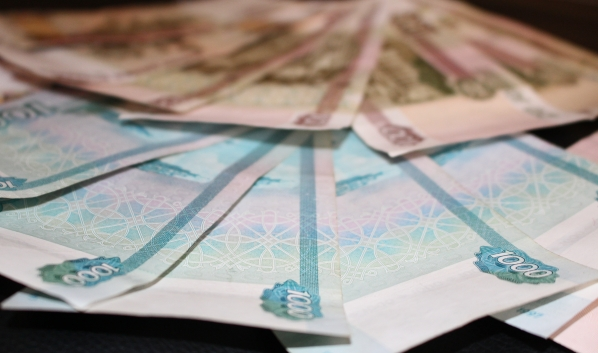 Пенсионера обманули на 10 тысяч рублей.
