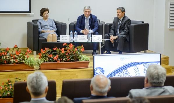 Александр Гусев на встрече представителей органов исполнительной власти и бизнеса.