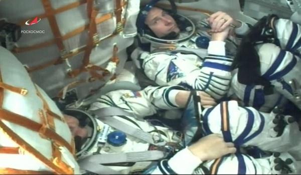 Космонавты перед стартом.