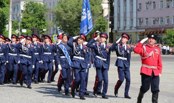 Ученики корпуса на параде.