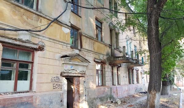 Старые дома расселяют.