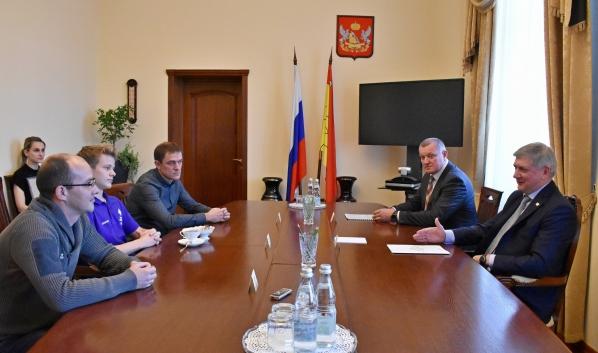 Встреча губернатора со спортсменом.