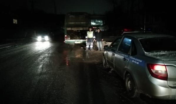 Гаишники обеспечили безопасность водителя и автобуса.