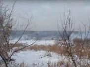 Жительница сняла на видео горящие иловые карты в Воронеже.