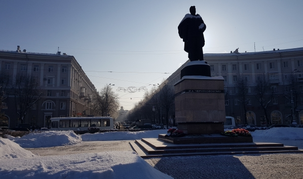 Памятник Черняховскому.