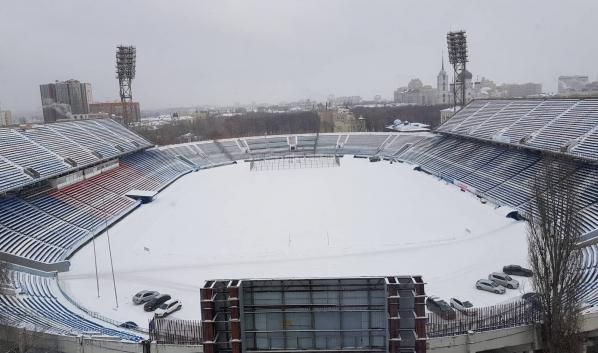 Стадион превращается в парковку.