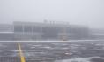 Туман окутал аэропорт.