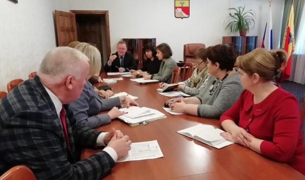 Благоустройство сквера обсудили в управе с инициативными местными жителями.