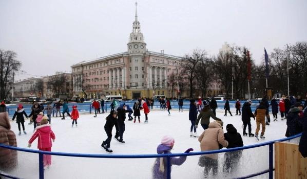 Воронежцы любят кататься на коньках.