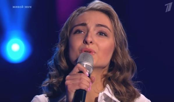 Воронежская эстрадная певица выбыла из«Голоса» после украинской песни