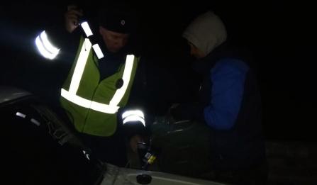 Сотрудники ДПС спасли водителя.