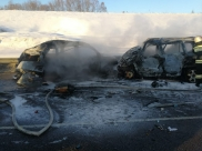 Машины сгорели после ДТП.
