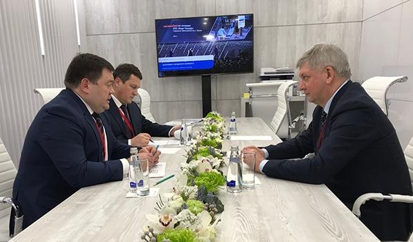 Петр Фрадков и Александр Гусев.