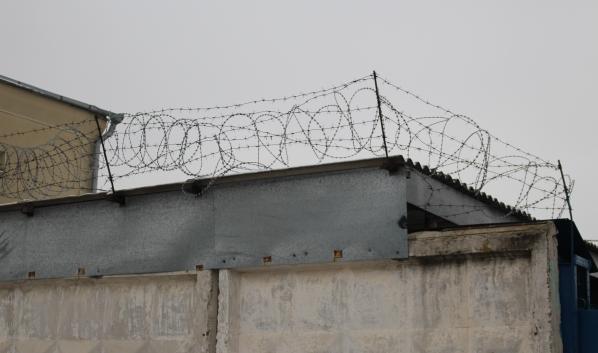 Бывший сотрудник колонии теперь будет там заключенным.