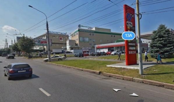 Заправка расположена около остановки «Рабочий проспект».