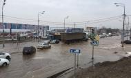 Улицу затопило.
