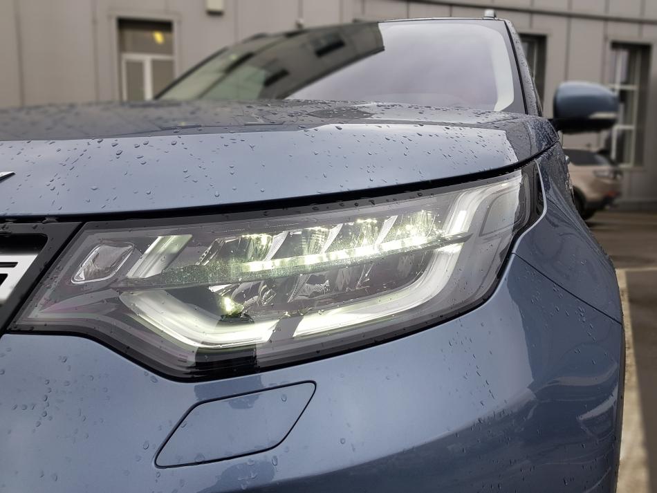 Светодиодные адаптивные фары Land Rover Discovery.