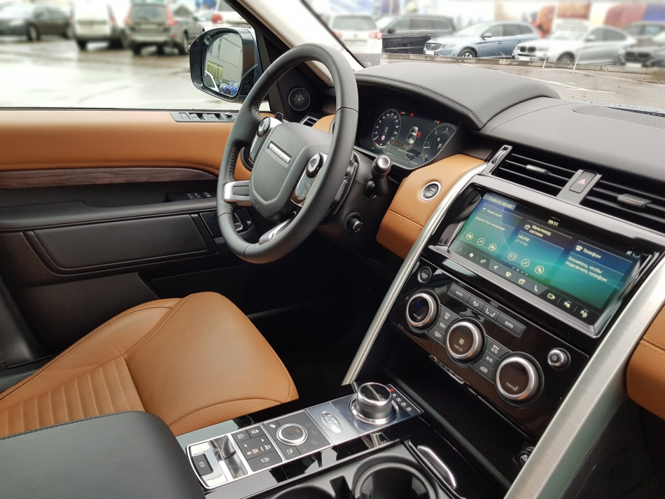 Салон Land Rover Discovery.