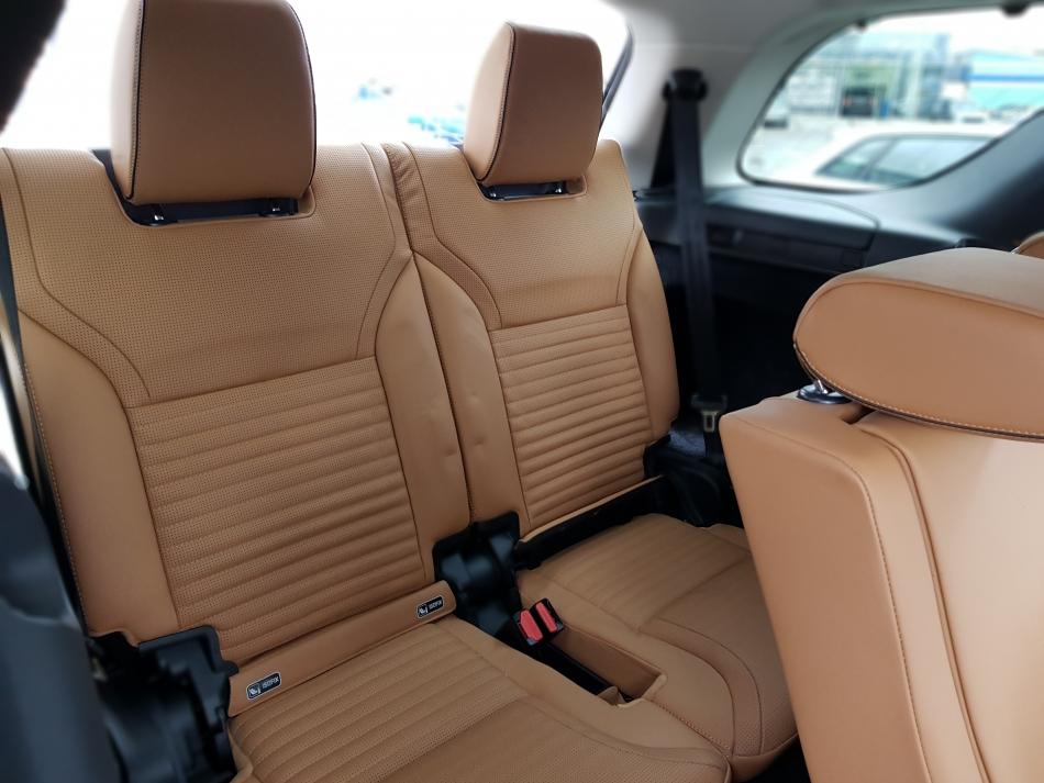 Третий ряд сидения в Land Rover Discovery.