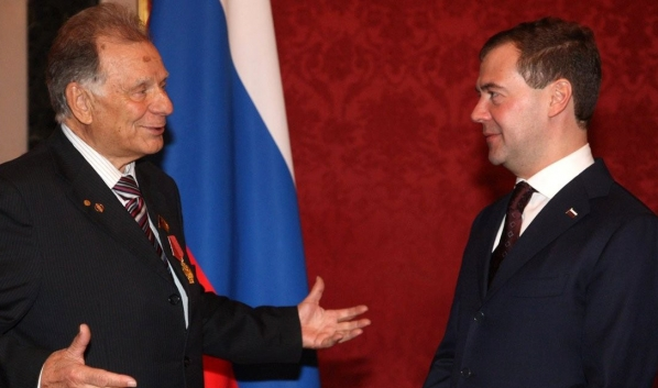Жорес Алферов и Дмитий Медведев.