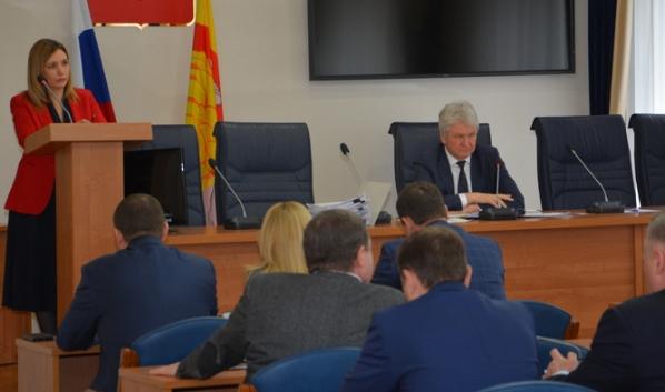 Татьяна Дьяченко выступила с докладом.