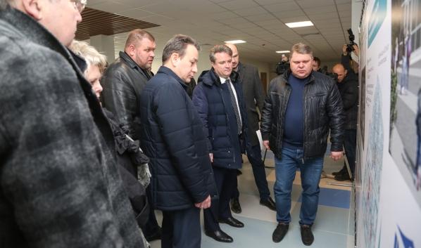Мэр Вадим Кстенин осмотрел строящуюся школу.