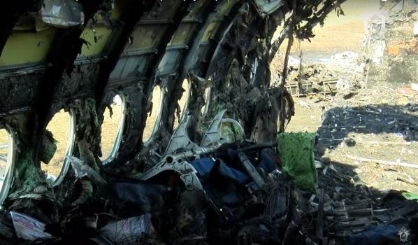 Самолет после пожара.