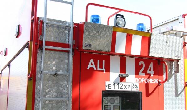 Пожар тушили три отделения спасателей.