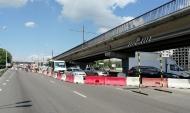 Движение закрыли по одной стороне Северного моста.
