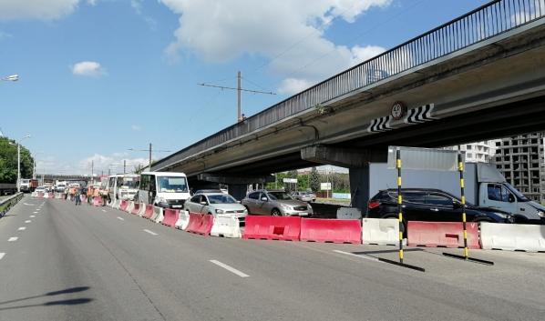Часть Северного моста перекрыли.