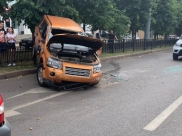 Land Rover врезался в пять машин.