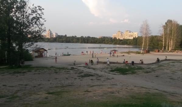 На этом пляже купаться запрещено.