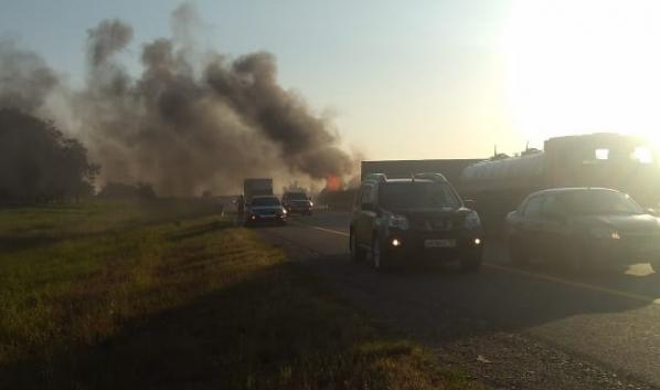 Машины загорелись.