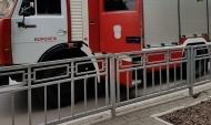 К ТРЦ подъехали пожарные машины.