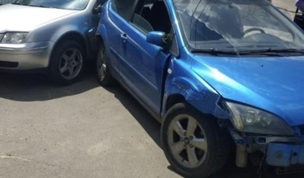Угонщик на Ford Focus врезался в иномарку.