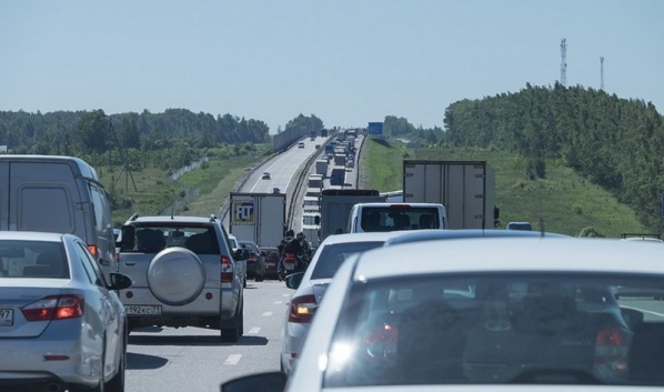 Пробка около Лосево растянулась на километры.