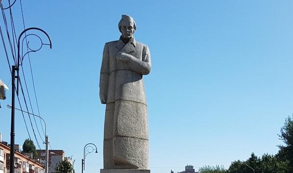 Памятник Кольцову в Воронеже.Памятник Кольцову в Воронеже.