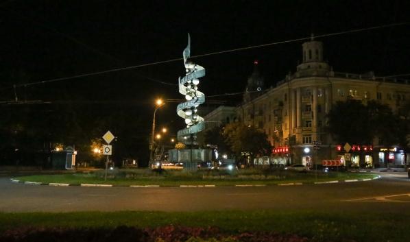 Улицы города украшают праздничной иллюминацией.