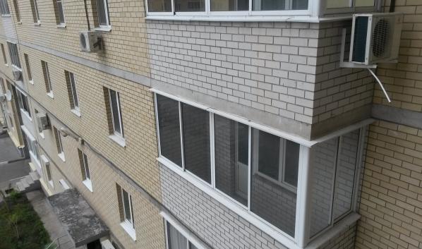 Квартиры на первых этажах стоят дешевле.