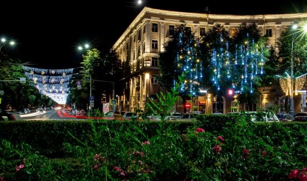 Праздничная иллюминация в городе.