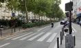 Вот так делают выделенные полосы в Париже.