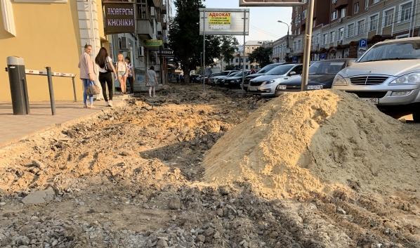 В Воронеже ремонтируют тротуары.